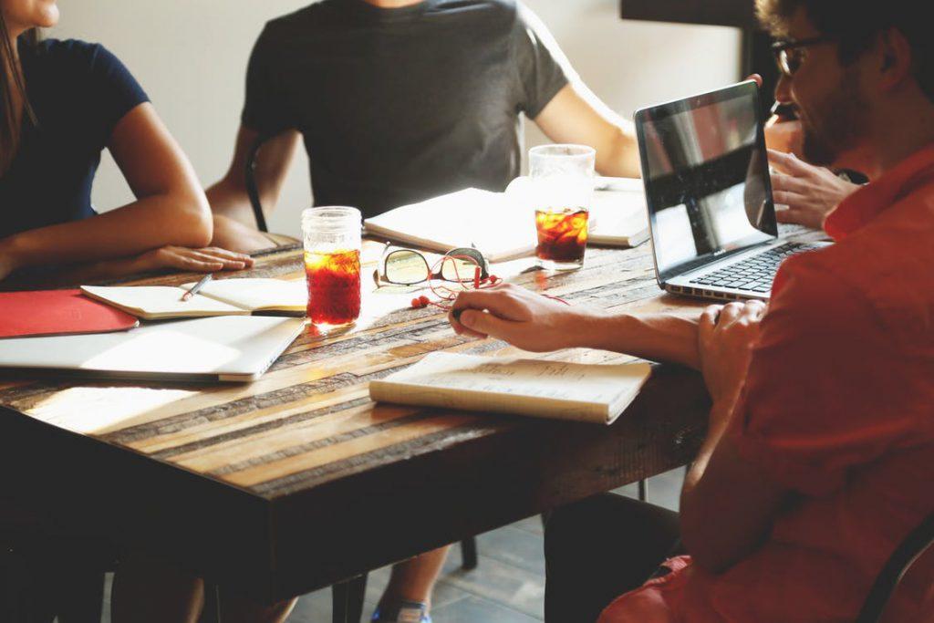 Przywództwo a budowanie zespołów